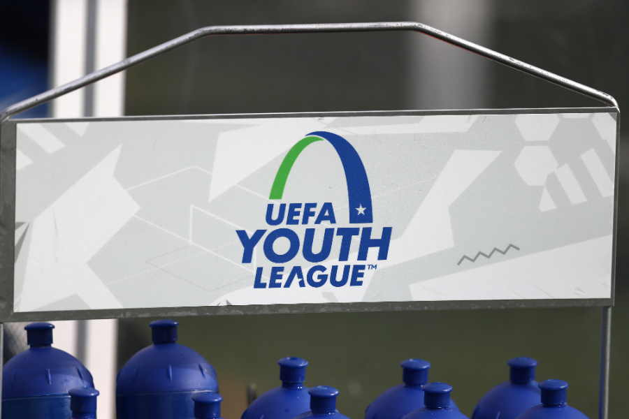 "UEFAユースリーグで起きた""珍挨拶""が話題に【写真:Getty Images】"