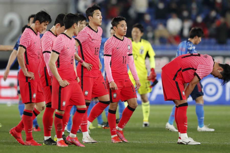 日本に3失点で敗戦した韓国代表【写真:AP】
