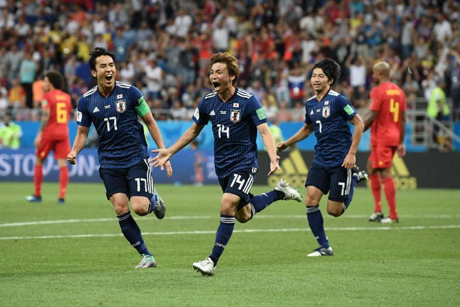 日本は乾(中央)が追加点を奪うも、その後3失点を喫して敗戦【写真:Getty Images】