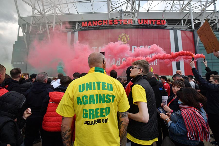 リバプール戦の前には試合延期になるほどのデモが発生【写真:Getty Images】