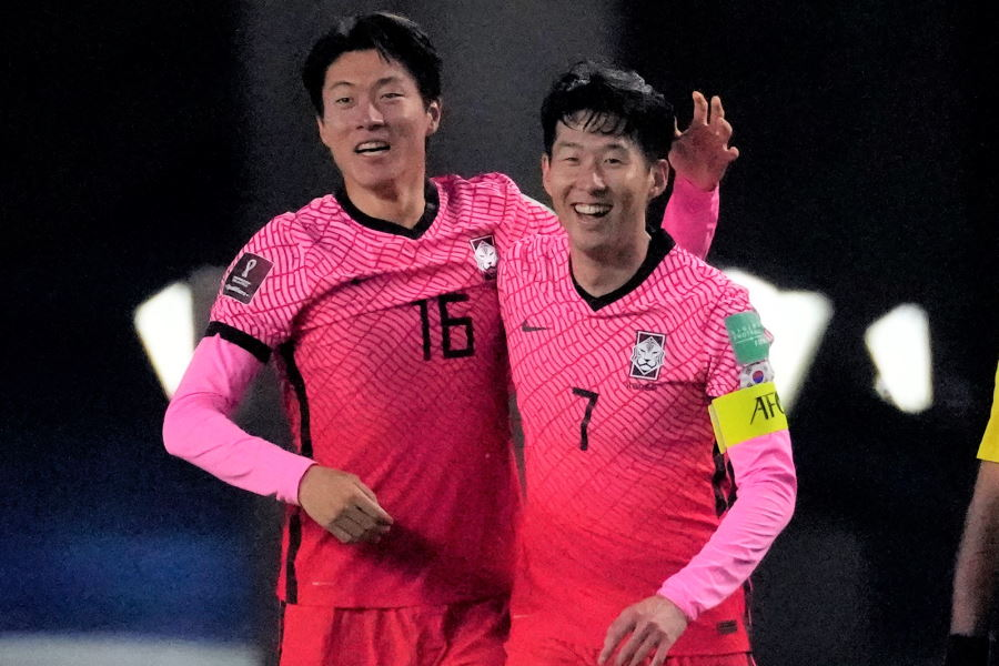 韓国代表のファン・ウィジョとソン・フンミン【写真:AP】