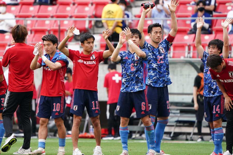 試合後,サポーターに答えるU-24日本代表【写真:Getty Images】