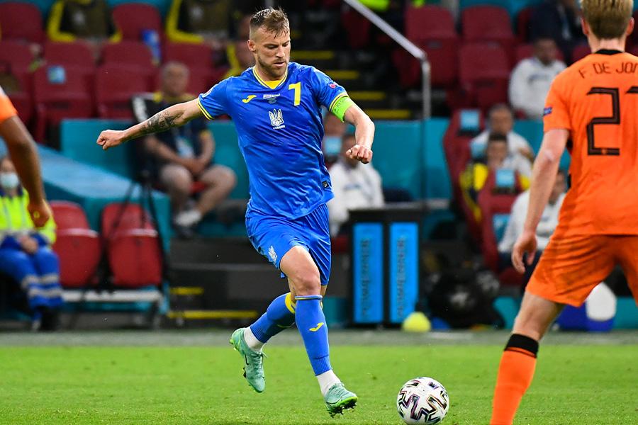 オランダ戦でコントロールシュートを決めたウクライナ代表FWヤルモレンコ【写真:ロイター】