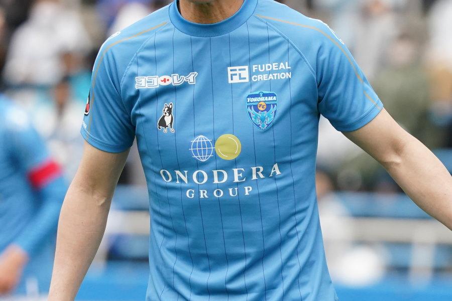 横浜FCはサマーユニの着用・販売を発表(写真は今季の1stユニフォーム)【写真:Getty Images】
