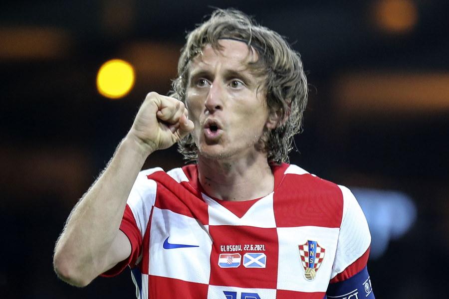 右足アウトサイドのミドルシュートで決めたクロアチア代表MFモドリッチ【写真:AP】