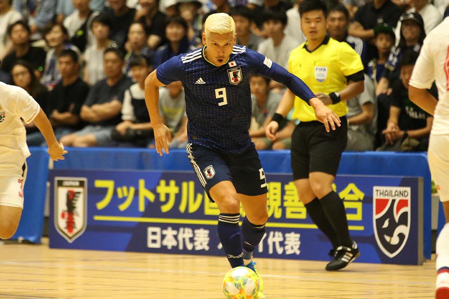42歳で再び日本でプレーすることになった森岡薫。2度目のフットサルW杯出場を目指す【写真:河合 拓 / Futsal X】
