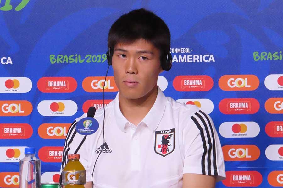 前日会見に出席した日本代表DF冨安健洋【写真:Football ZONE web】