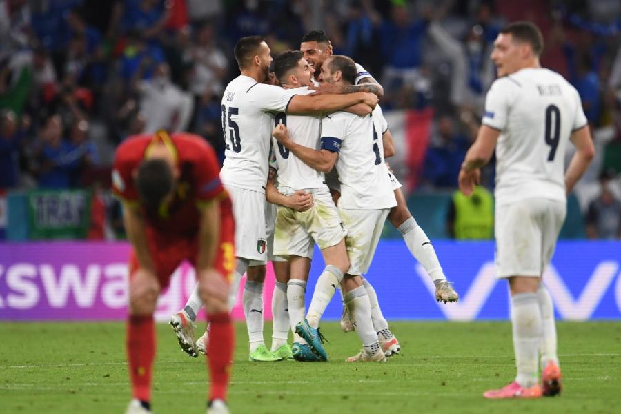 ベルギー代表を下し歓喜に沸くイタリア代表の選手たち【写真:AP】