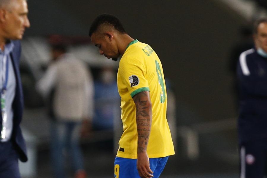 退場したブラジル代表FWジェズス【写真:Getty Images】