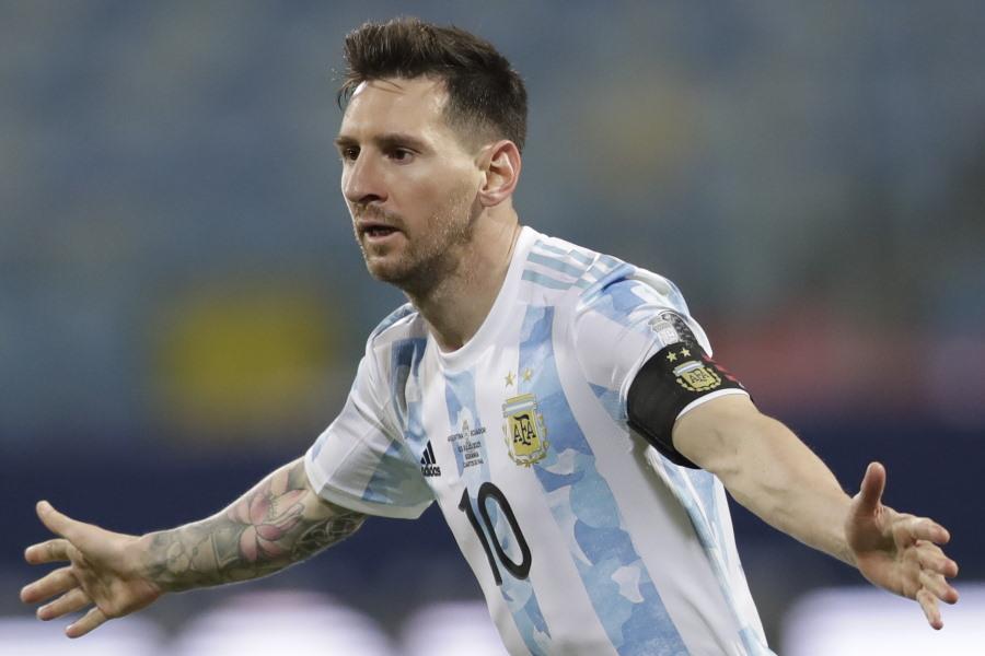 FKを決めたアルゼンチン代表FWリオネル・メッシ【写真:AP】