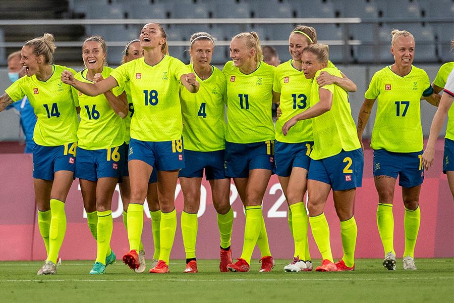 スウェーデン代表のユニフォームに注目【写真:Getty Images】