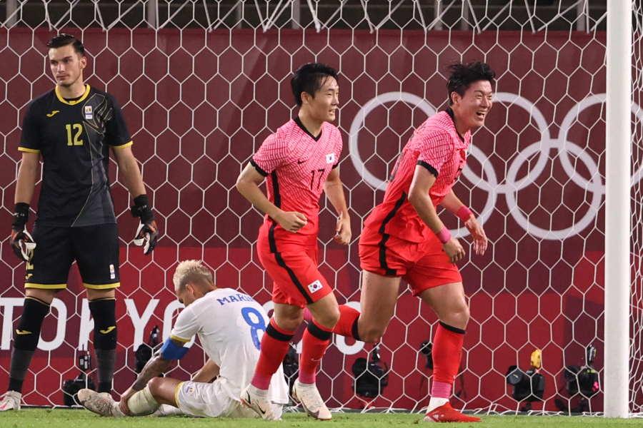 韓国代表がオウンゴールで先制したシーン【写真:Getty Images】