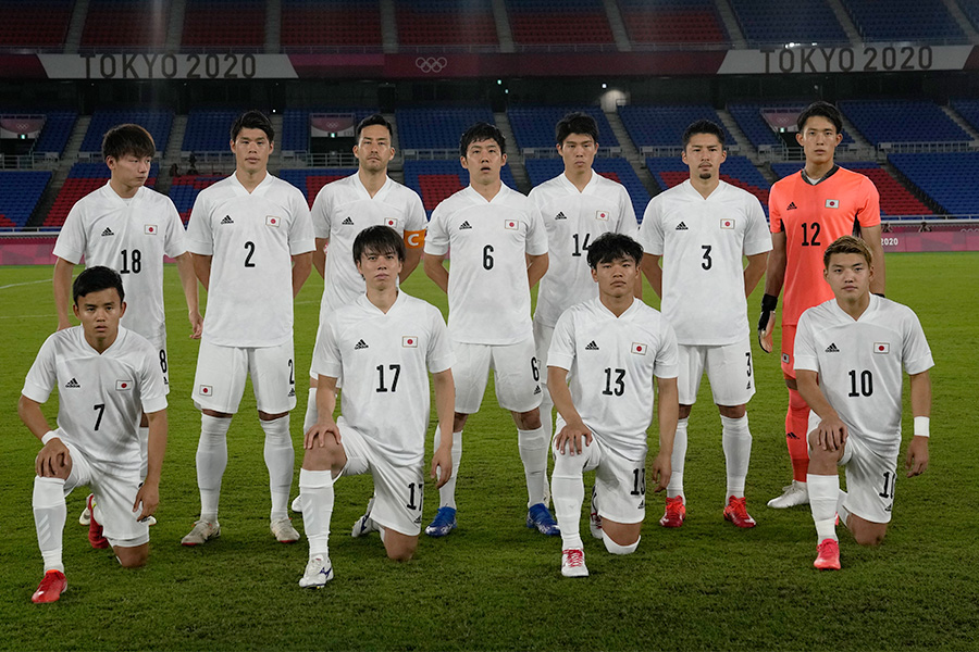 グループAを首位で突破した日本代表の選手たち【写真:AP】