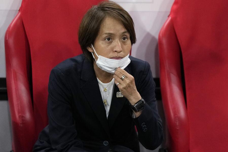なでしこを率いる高倉麻子監督【写真:AP】