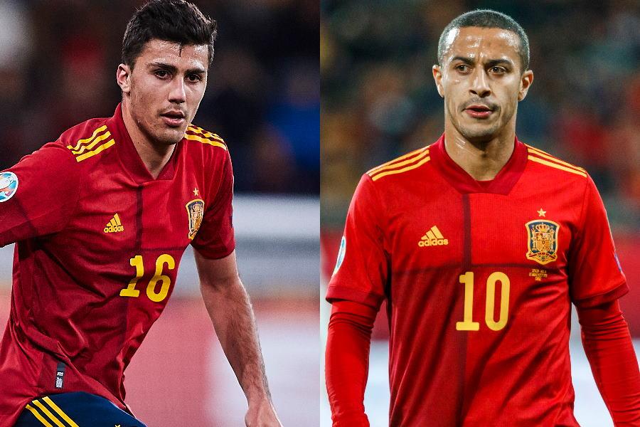 スペイン代表MFロドリ(左)とMFチアゴと長距離リフティング交換【写真:Getty Images】