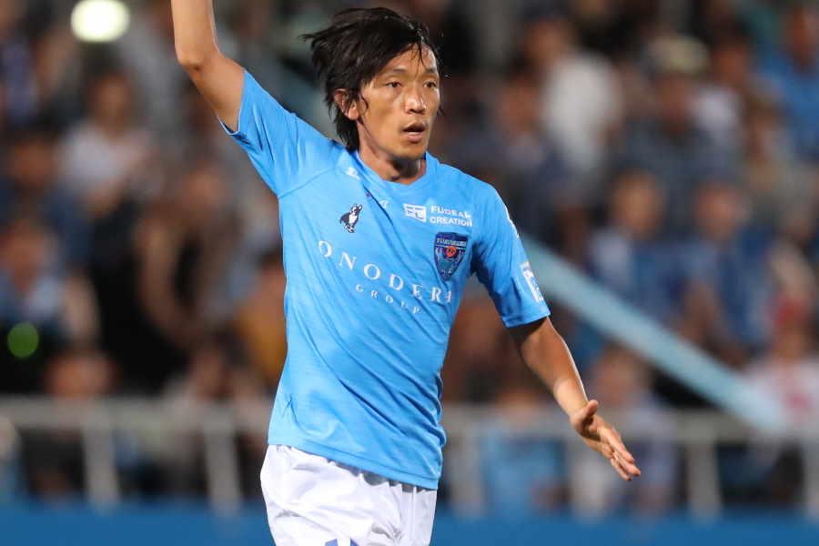 横浜FCの中村俊輔が見事なミドルシュートを決めた【写真:高橋学】