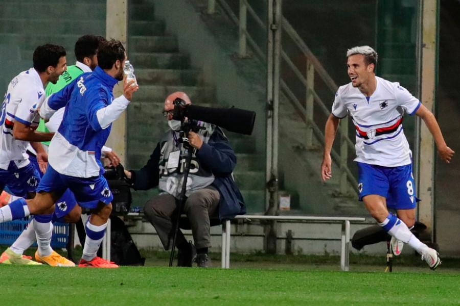 決勝点を奪ったサンプドリアMFヴァレリオ・ヴェッレ(写真右)【写真:AP】