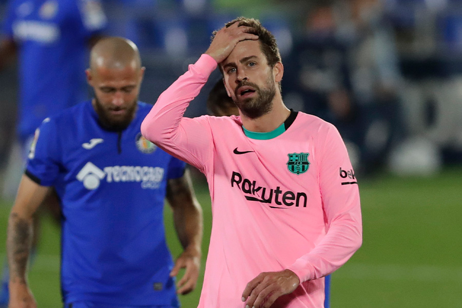 バルセロナDFジェラール・ピケが昨季の監督解任について言及【写真:AP】