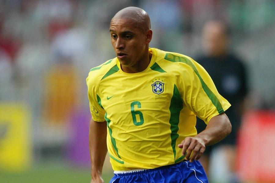 2002年W杯当時のブラジル代表DFロベルト・カルロス【写真:Getty Images】
