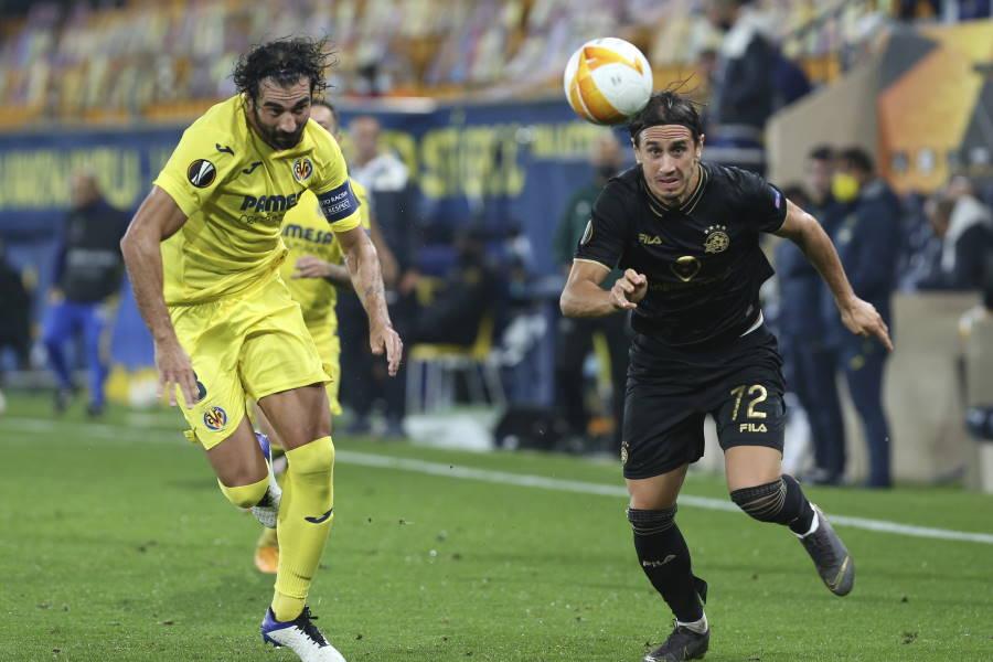 猛烈な豪雨で試合開始が1時間遅延されたビジャレアル対マッカビ・テルアビブ【写真:AP】