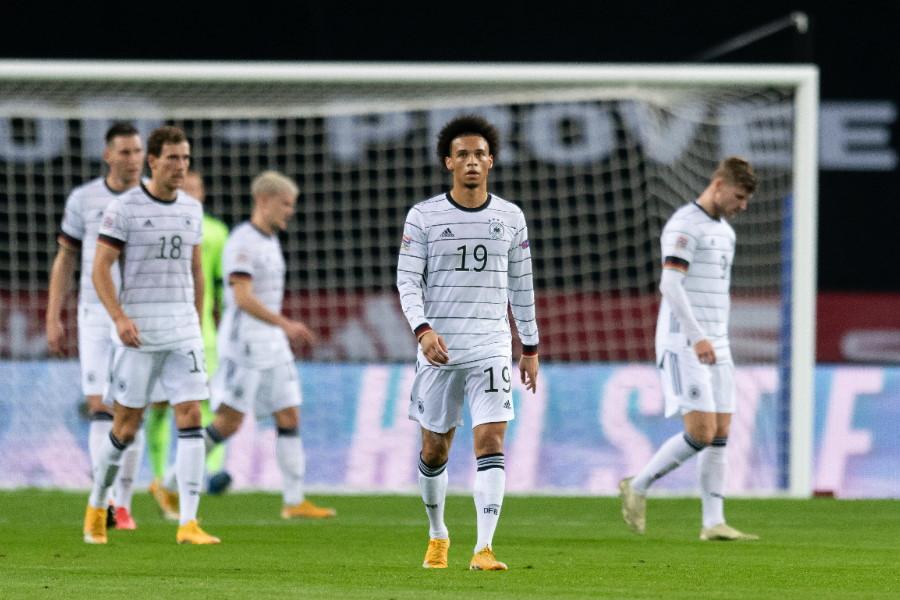 スペイン代表に大敗し肩を落とすドイツ代表の選手たち【写真:Getty Images】