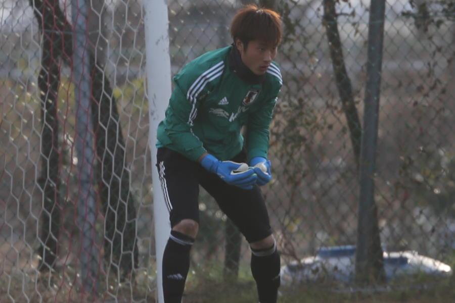 トレーニングを行う日本代表GK大迫敬介【写真:Football ZONE web】
