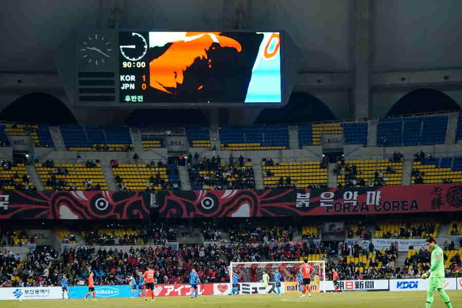 韓国本拠地だが、日本の看板が目立った釜山アジアド主競技場【写真:Yukihito Taguchi】