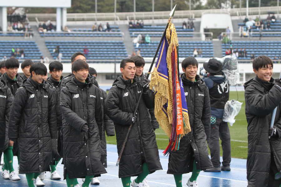 昌平高校の選手たち(写真は入場行進時のものです)【写真:Football ZONE web】