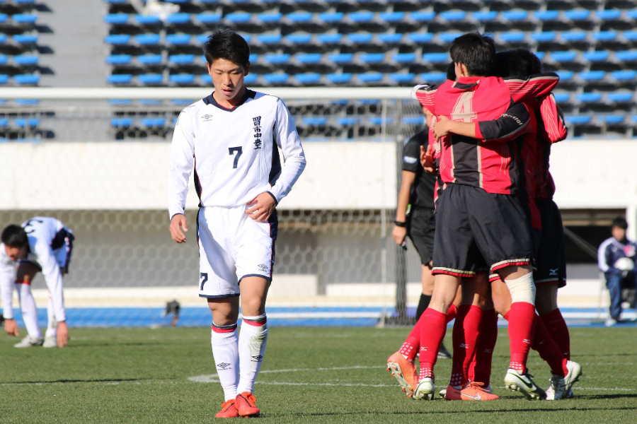 準々決勝で敗れた四日市中央工の浅野快斗(左)【写真:Football ZONE web】