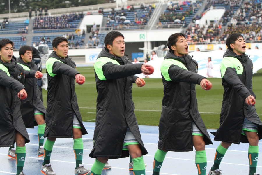 ベスト4進出を決めた青森山田の選手たち(写真は開会式のもの)【写真:Football ZONE web】