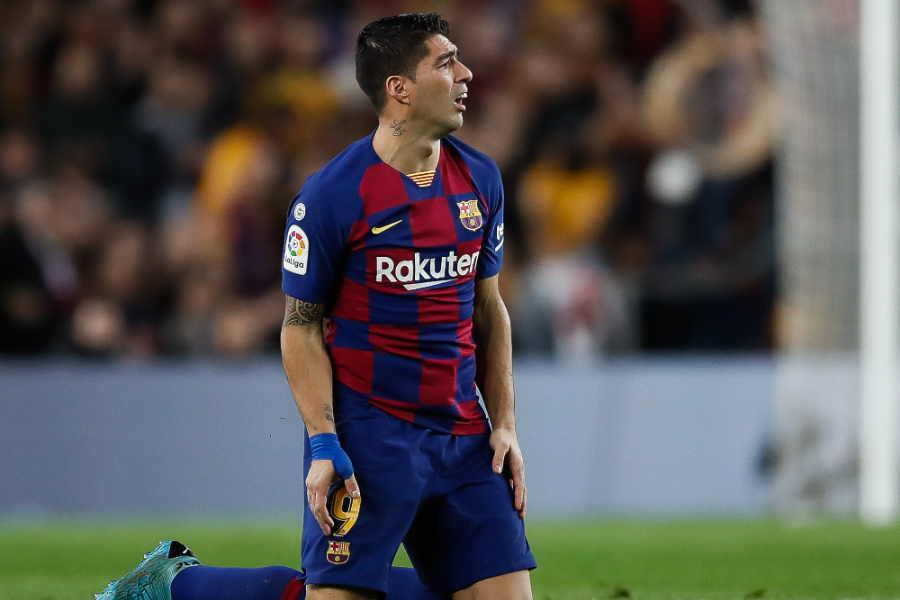 右膝を負傷し戦列を離れたバルセロナFWルイス・スアレス【写真:Getty Images】