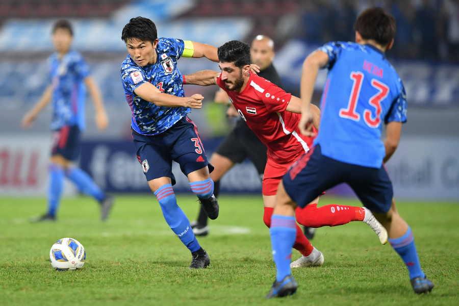 インテンシティーが欠けていた日本の選手たちは球際で後手に回った【写真:Getty Images】