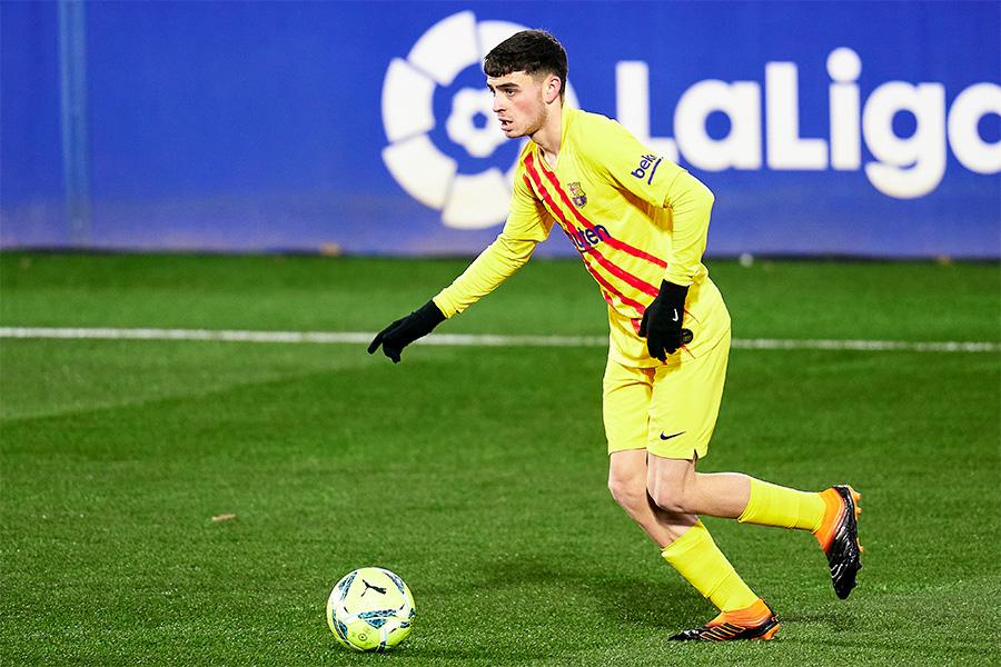 バルセロナでプレーする18歳のMFペドリ【写真:Getty Images】