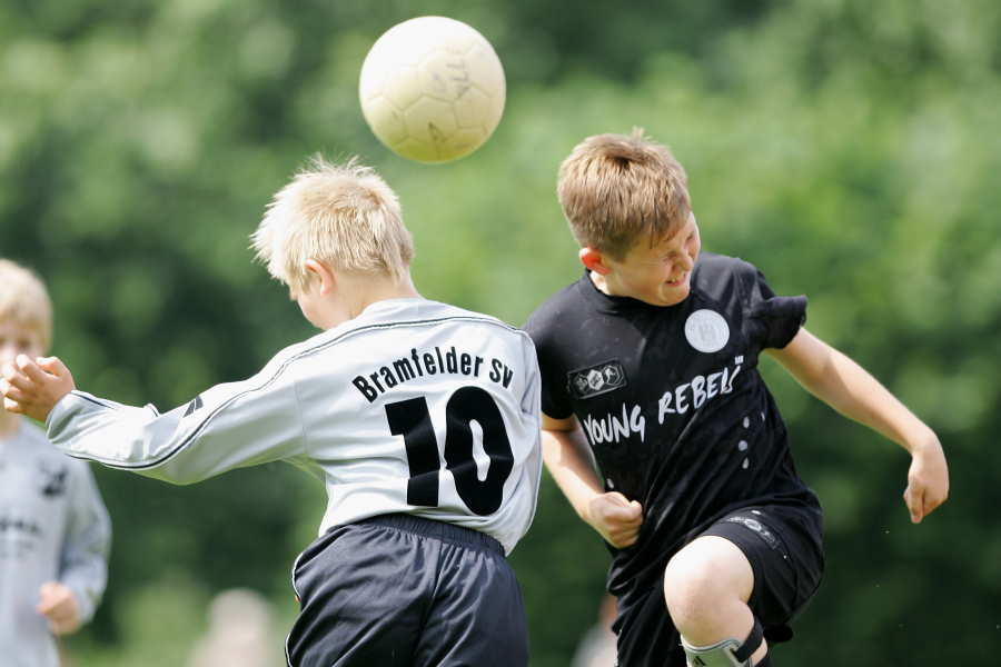 英国3協会が小学生年代の「ヘディング練習禁止」(※写真はイメージです)【写真:Getty Images】