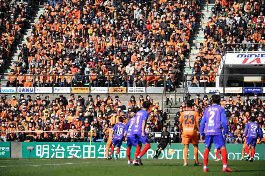 Jリーグは公式戦を3月15日まで延期【写真:小林 靖】