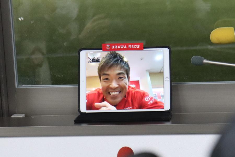 浦和GK西川が「ビデオ通話アプリ」で取材対応【写真: 轡田哲朗】