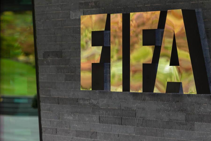 FIFAが緊急事態で特例処置を決定【写真:Getty Images】