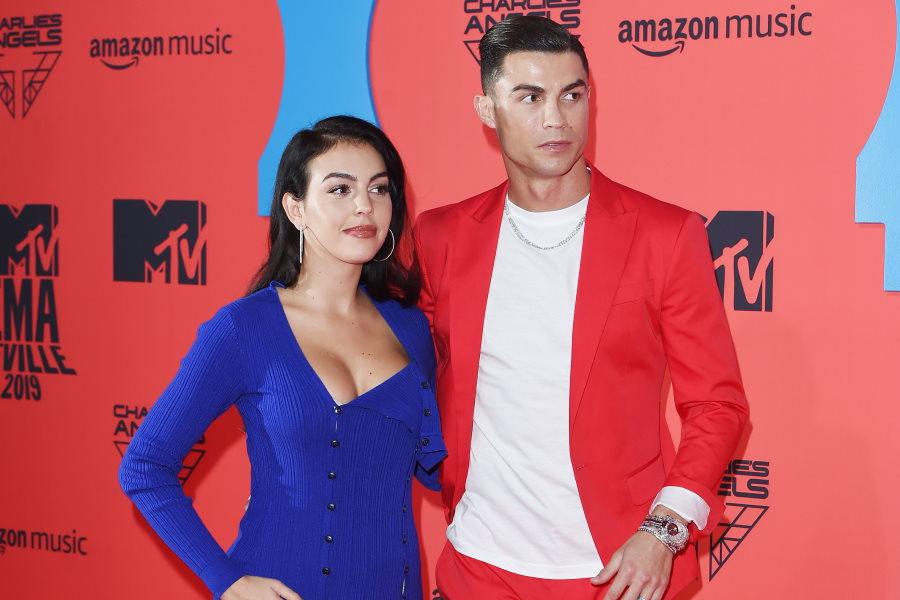 C・ロナウドと婚約者ロドリゲスさん【写真:Getty Images】