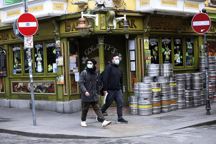 街中は店も閉まり、ロックダウン状態の厳戒態勢【写真:AP】