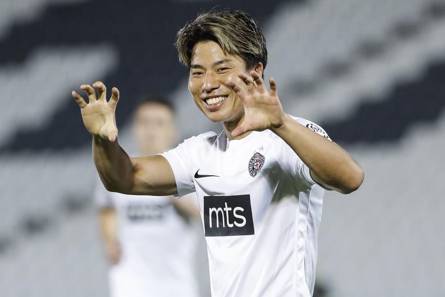 ボーフムと契約した日本代表FW浅野拓磨(写真はパルチザン時代)【写真:Getty Images】