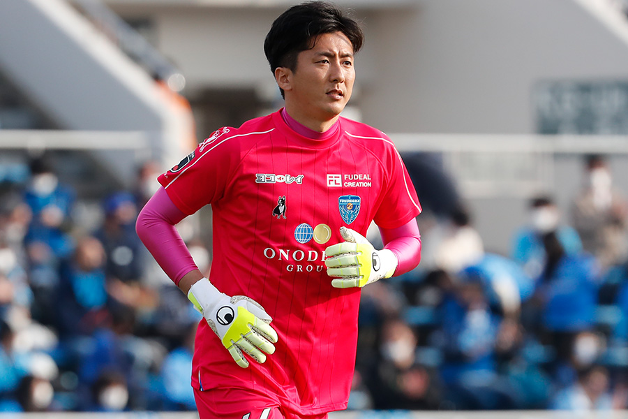 横浜FCでプレーするGK六反勇治【写真:©YOKOHAMA FC】
