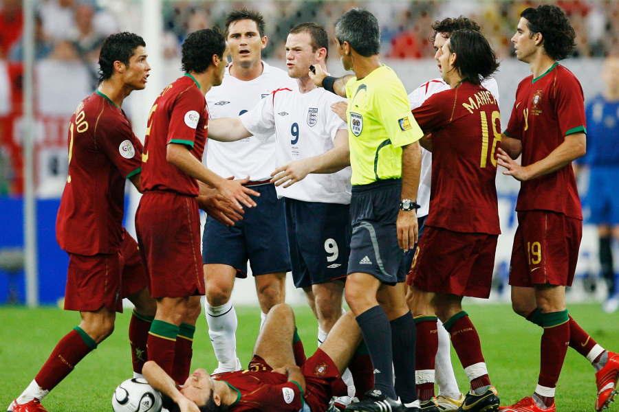 2006年W杯のポルトガル戦でイングランド代表ルーニーが股間を踏みつけ一発退場【写真:Getty Images】