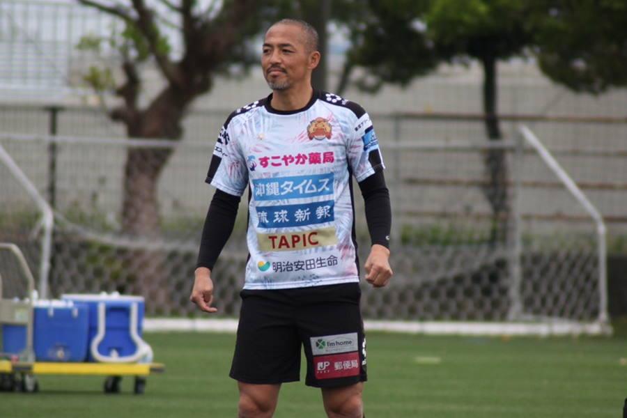 FC琉球でプレーするMF小野伸二【写真:©FC RYUKYU】