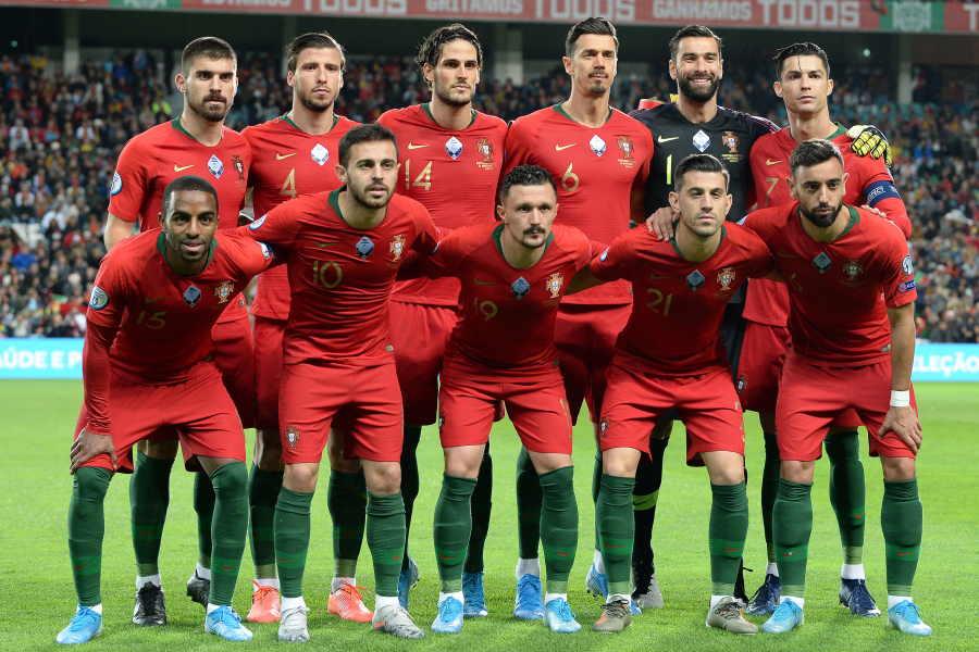現在のポルトガル代表のユニフォームを着た様子【写真:Getty Images】