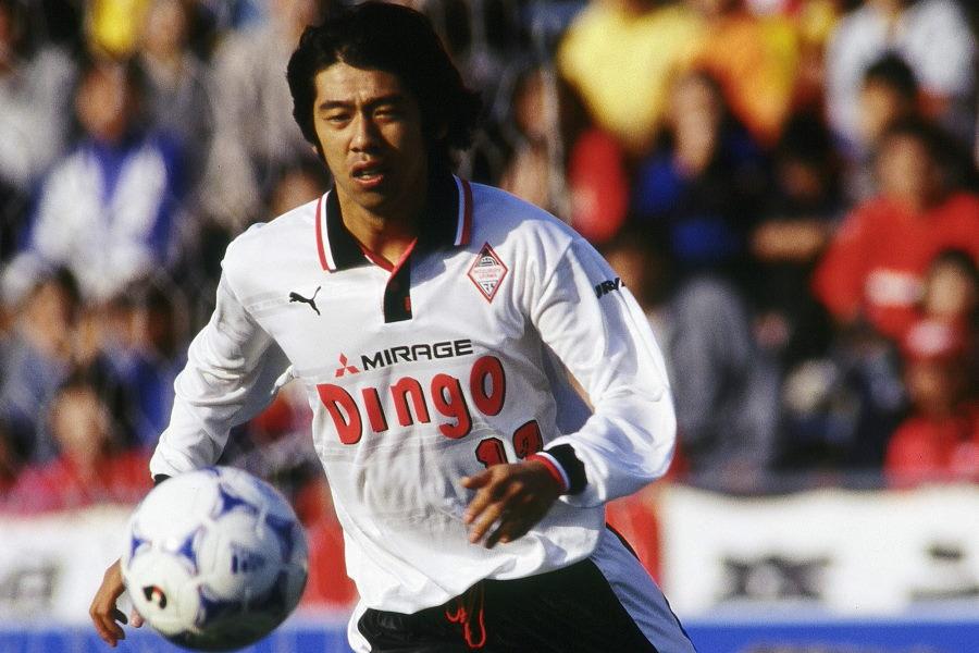 浦和時代の渡辺敦夫氏。J1で6試合に出場した1999年限りで現役を引退した【写真:Getty Images】