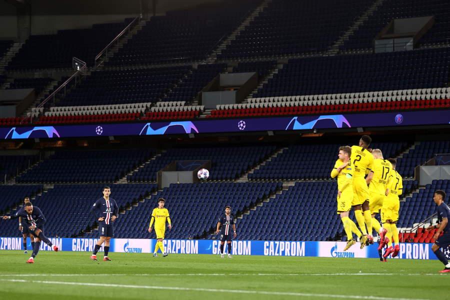 リーグ再開後は、リモートでの観戦になるかもしれない(※写真は無観客試合の様子)【写真:Getty Images】