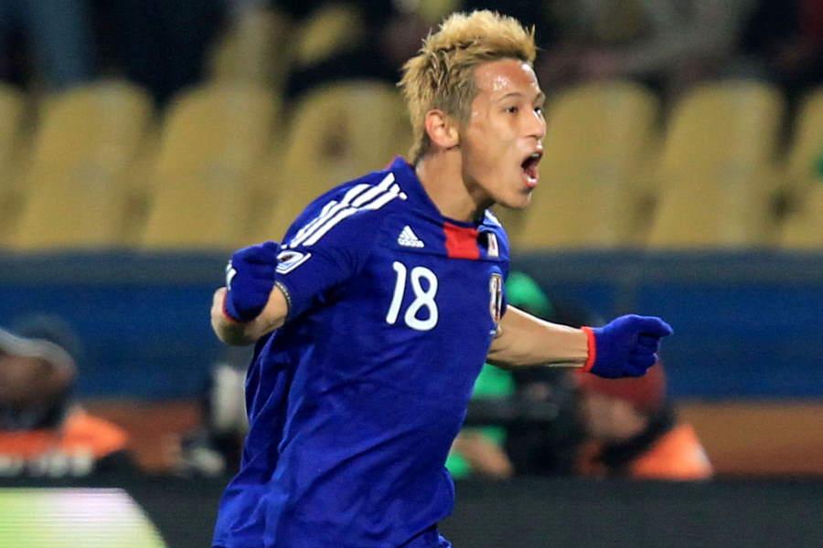 2010年W杯のデンマーク戦で直接フリーキックを決めたMF本田圭佑【写真:Getty Images】