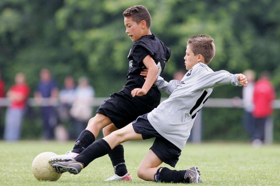 少年サッカーで生まれた珍タックルに再脚光(※写真はイメージです)【写真:Getty Images】