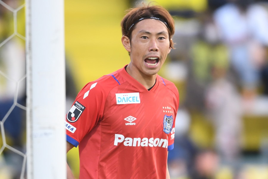 足技を披露したガンバ大阪の日本代表GK東口順昭【写真:Getty Images】