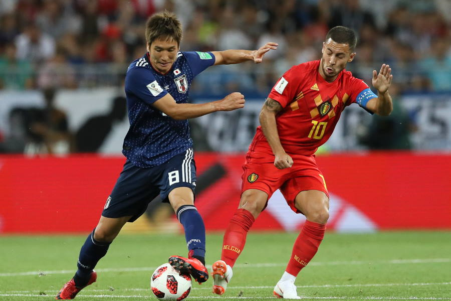ロシアW杯でアザールと対峙するの原口元気(左)【写真:Getty Images】